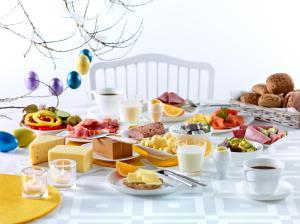 Påske er lik god tid til lange frokoster. Foto: Melk.no